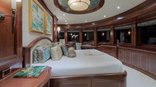 Yacht SOVEREIGN - 12