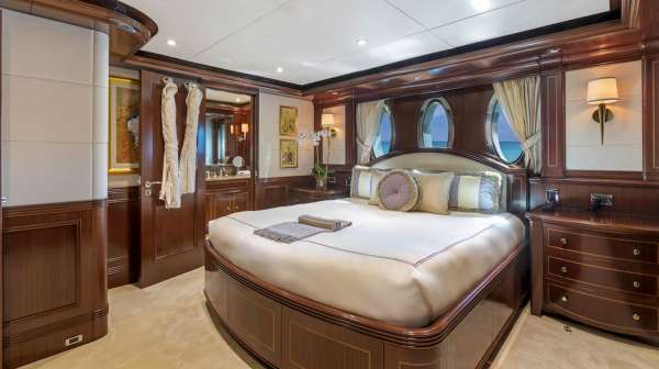 Yacht SOVEREIGN - 8