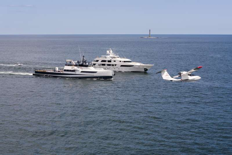 Yacht AXIS