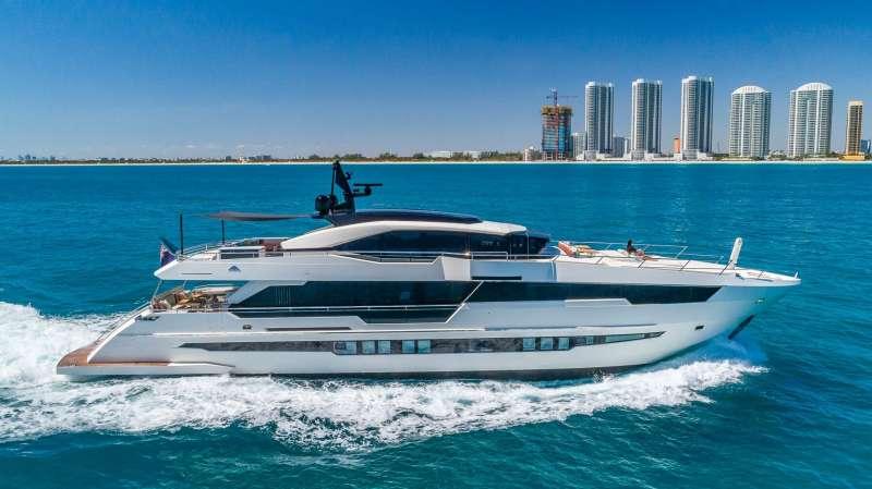 Yacht SOPHYE