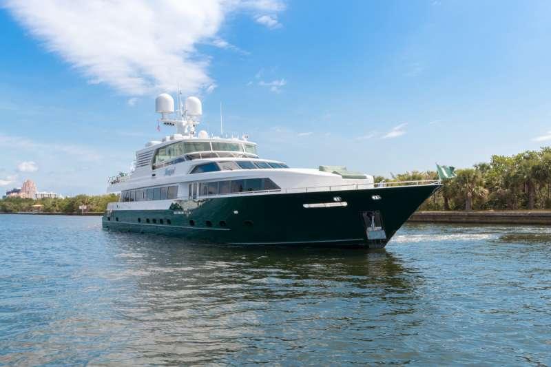 Yacht SERQUE