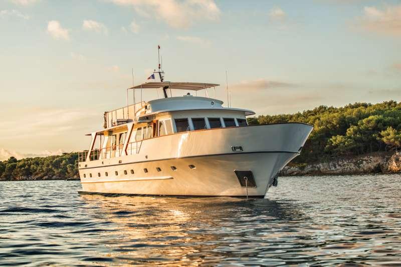 Yacht STALCA