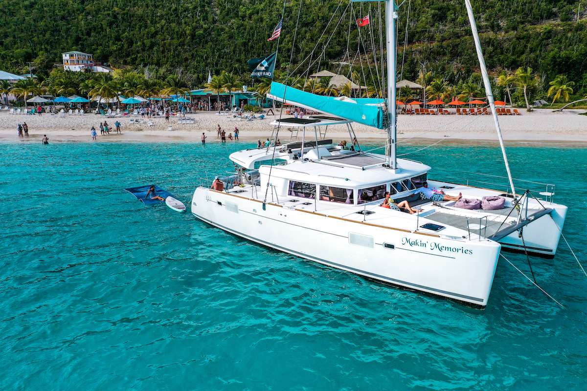 Catamaran MAKIN