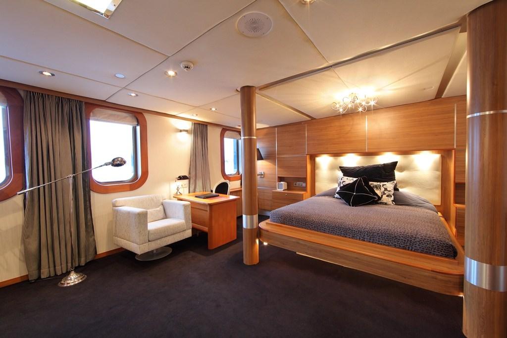 motor yacht SHERAKHAN