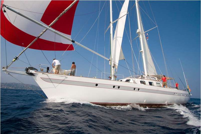 Charter with DAME DES TROPIQUES on compassyachtcharters.com