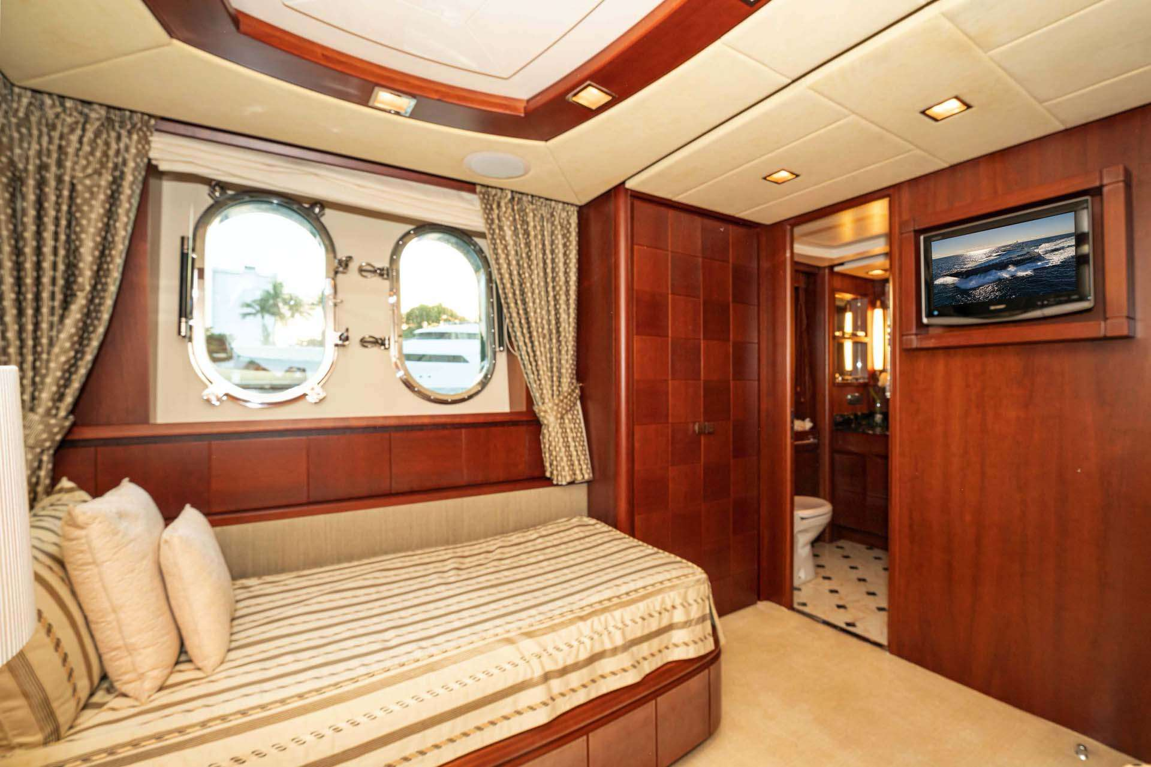 VIVERE Guest Stateroom, starboard
