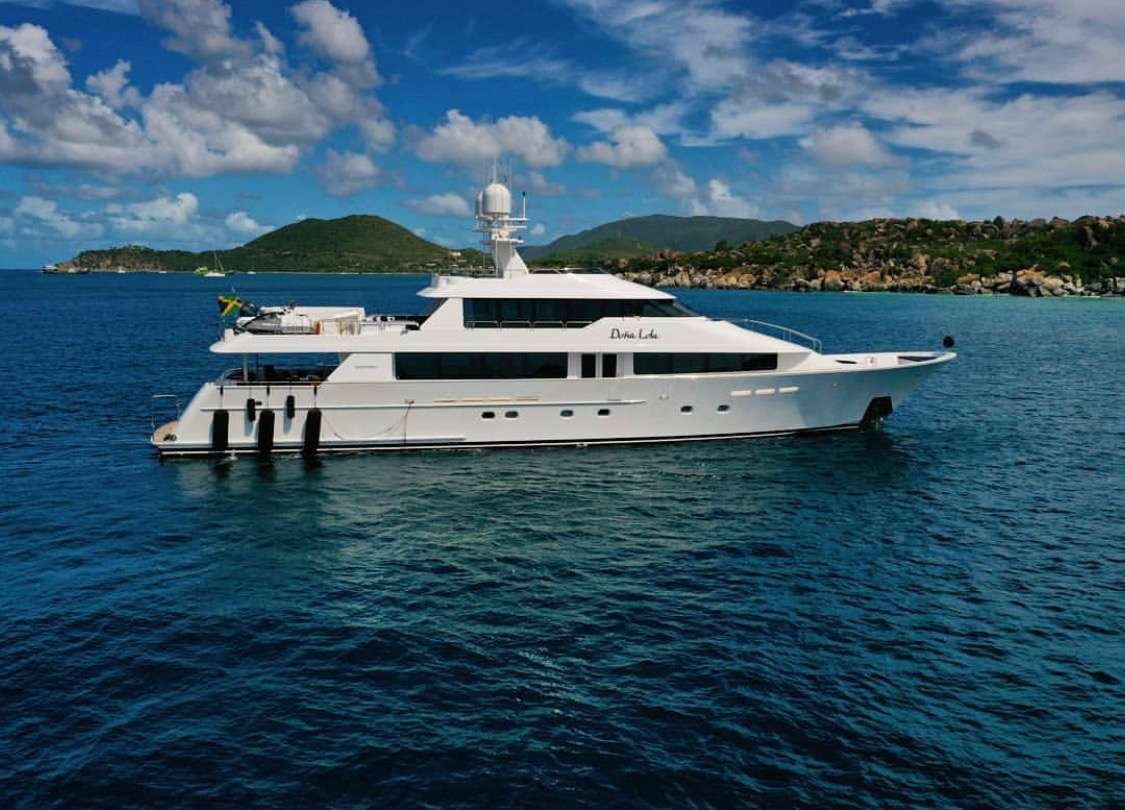 Charter with DONA LOLA on compassyachtcharters.com