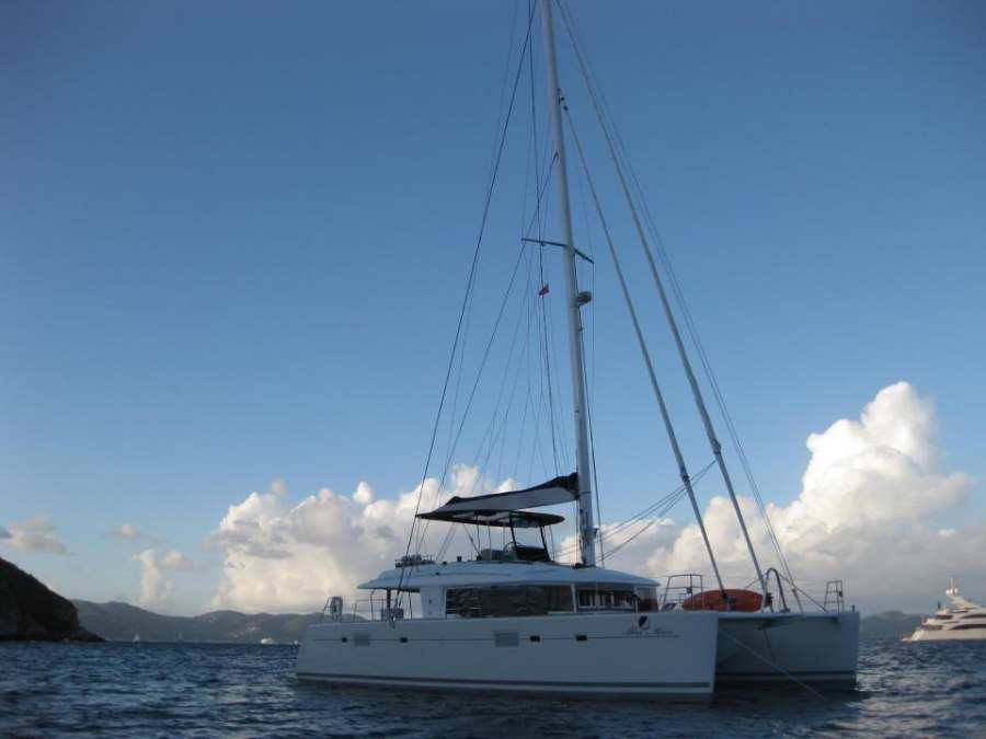 Charter with BLUE MOON L56 on compassyachtcharters.com