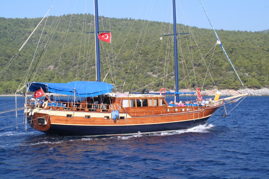 Charter with ARAGON on compassyachtcharters.com