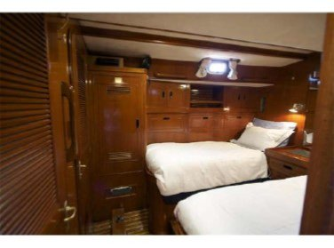MUSTANG Twin guest cabin
