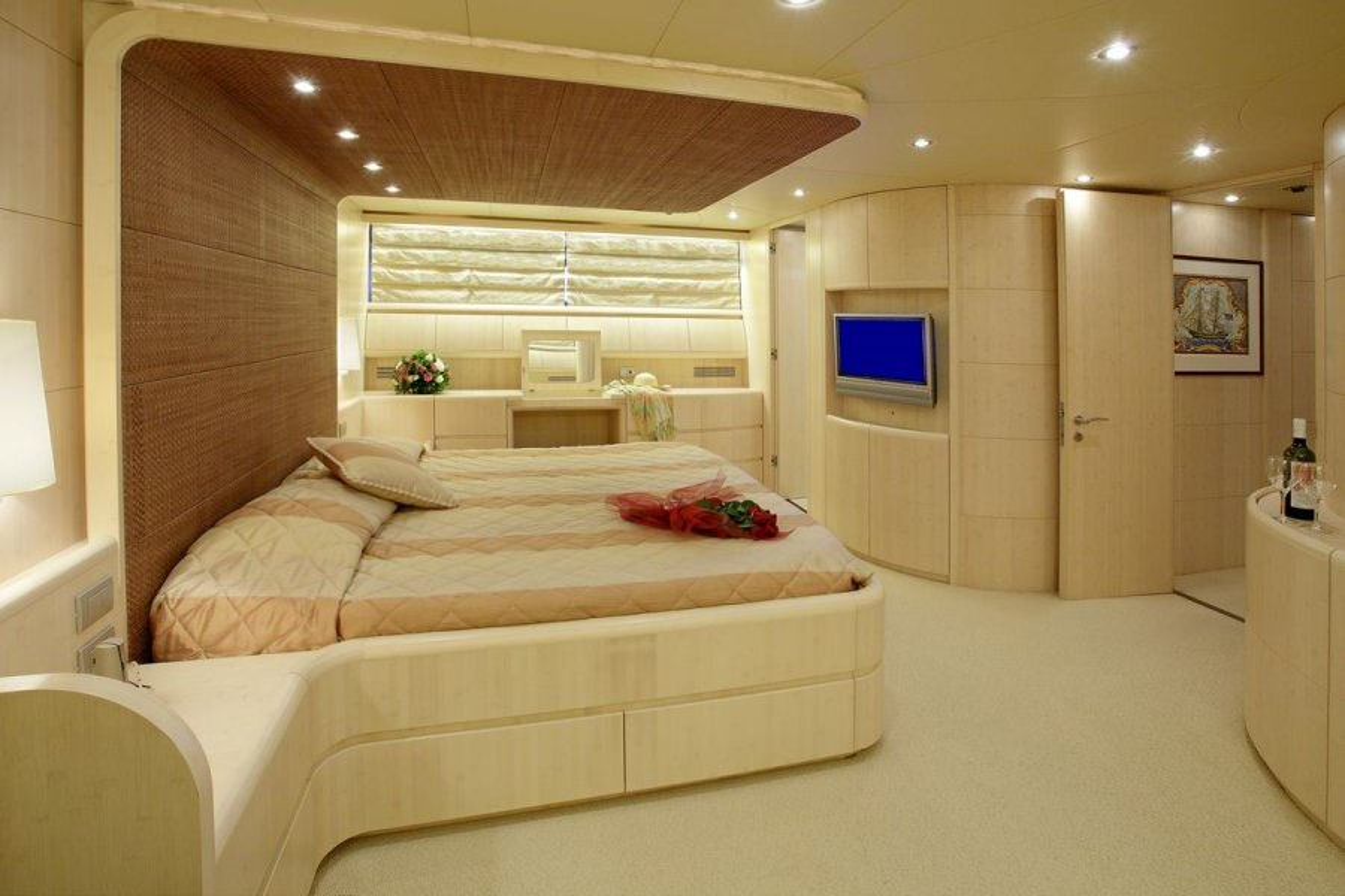 GLAROS Master cabin