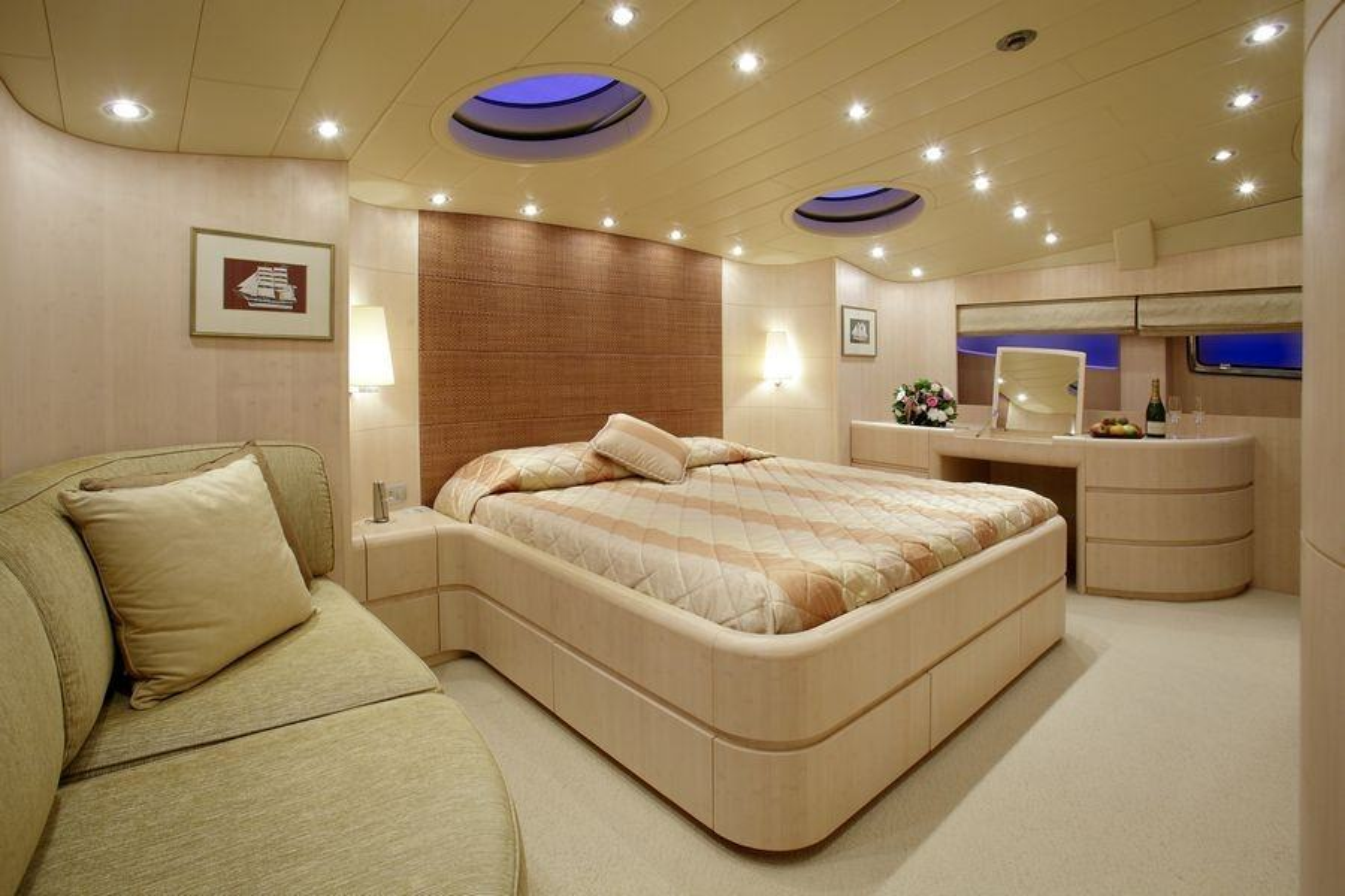GLAROS VIP cabin