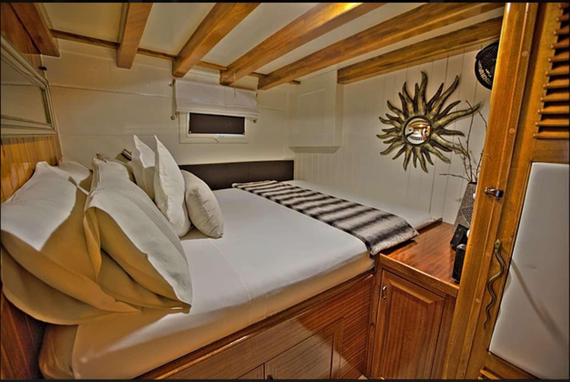 LADY ELIZABETH Guest Double Cabin Port