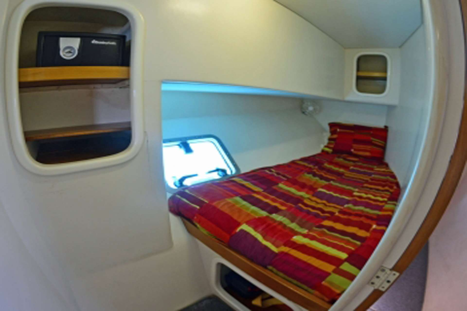 Single Guest Center Cabin