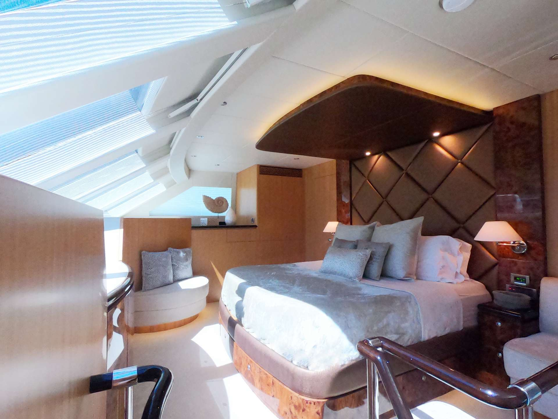 Master full width king suite