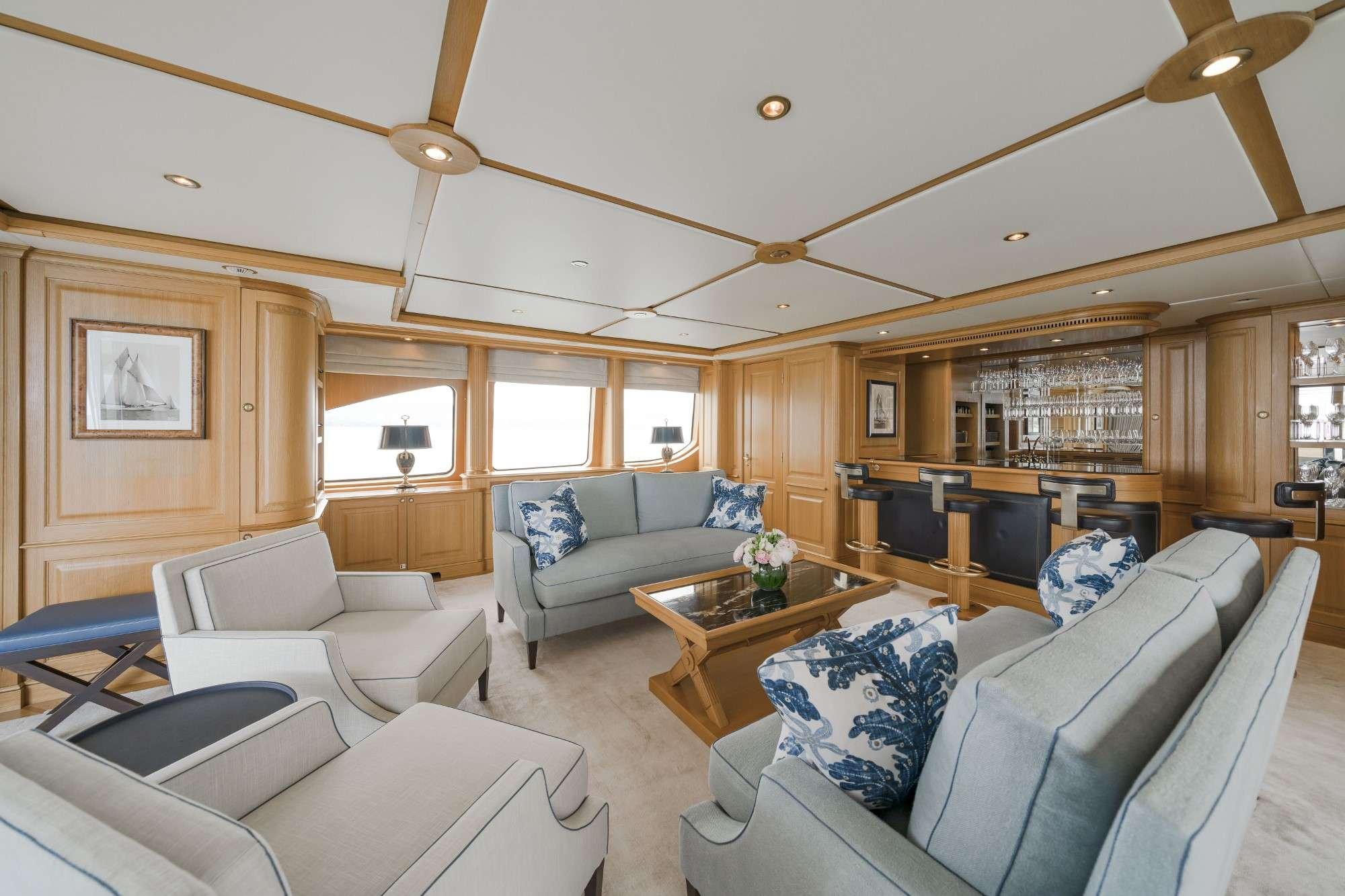 motor yacht AURA