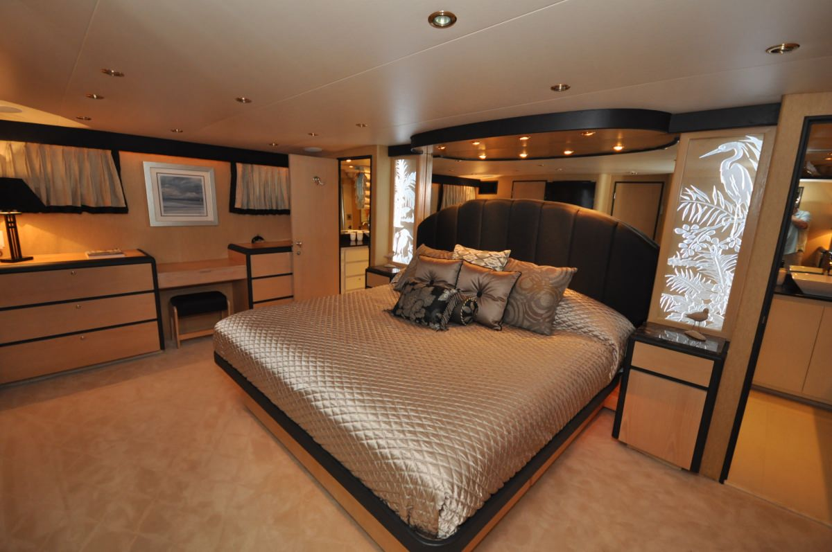 GOLDEN GIRL Master Stateroom