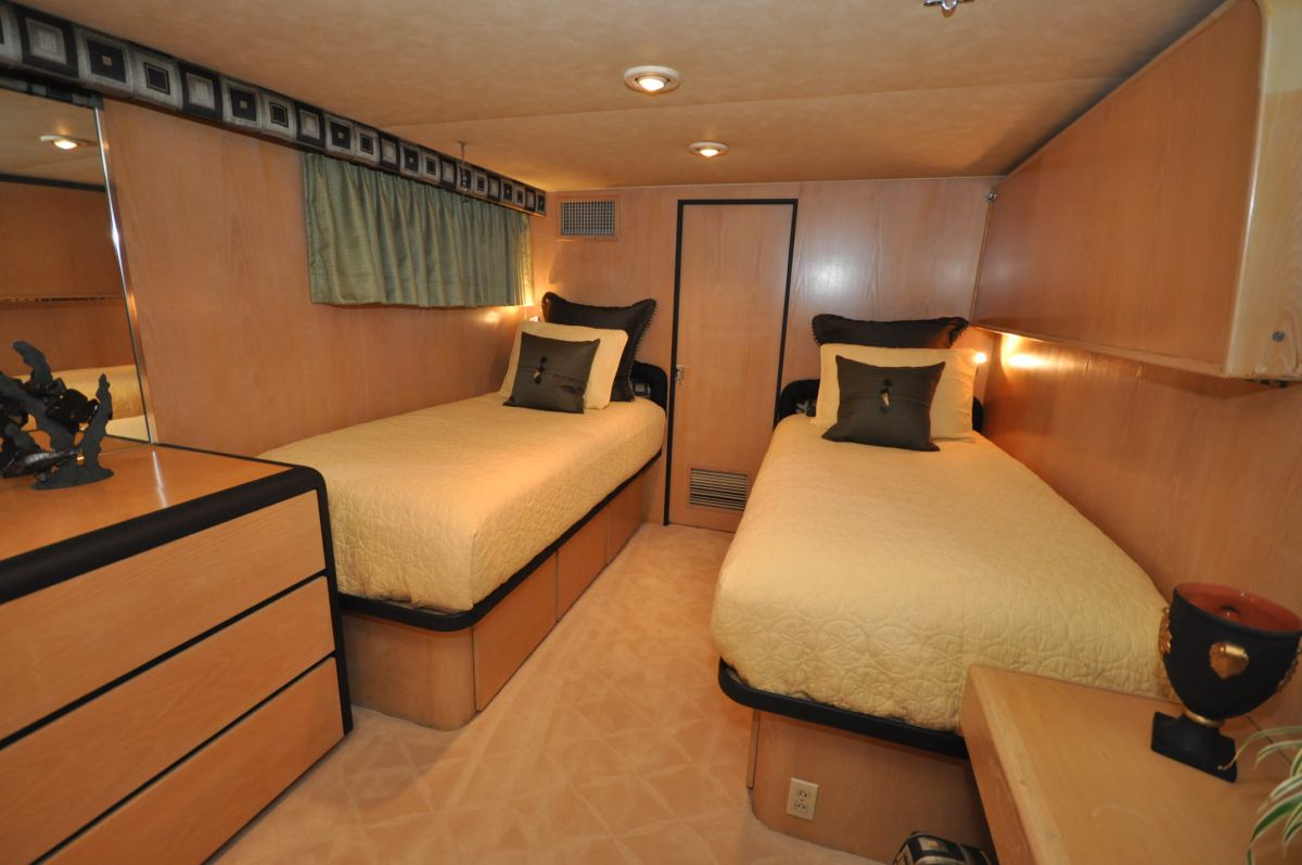 GOLDEN GIRL Port Guest Stateroom