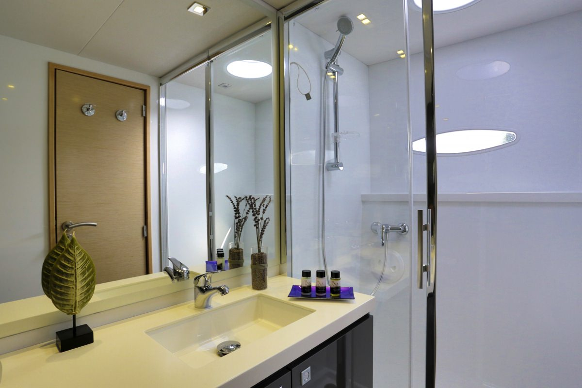 HIGHJINKS  OWNERS BATHROOM