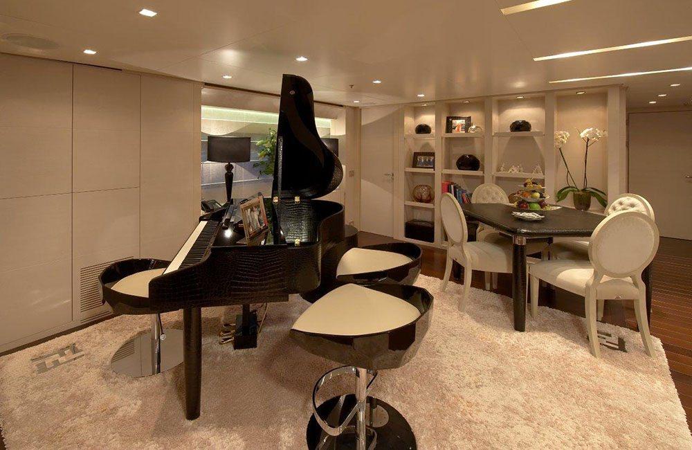 BURKUT Upper Salon