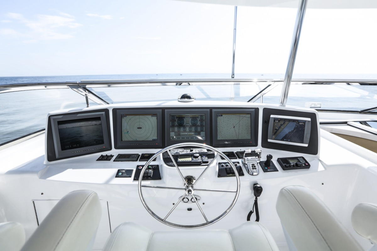 NO COMPLAINTS Flybridge Helm