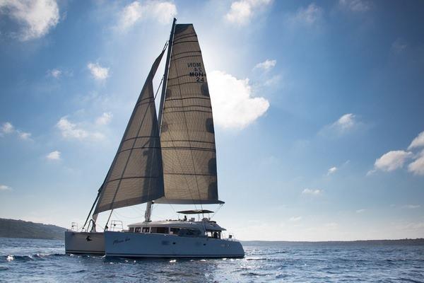 MOUN BEU A Beauty Under Sail