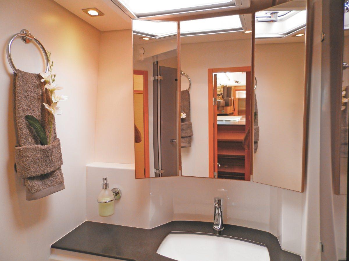MOUN BEU Guest bathroom