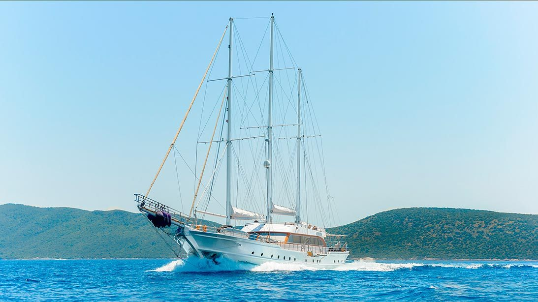Charter with BELLAMARE on compassyachtcharters.com