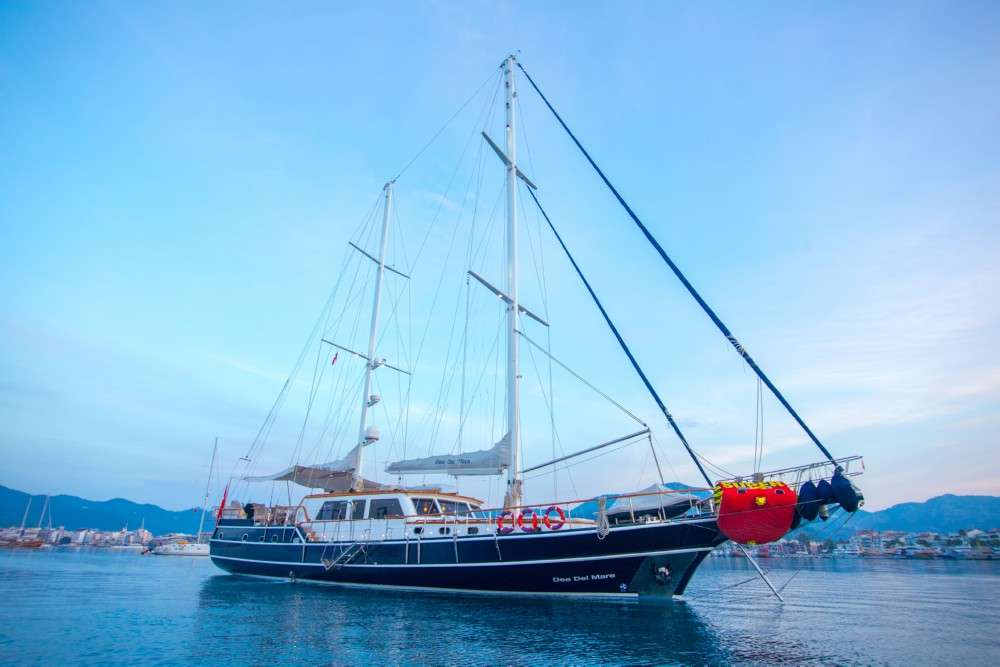 Charter with DEA DEL MARE on compassyachtcharters.com
