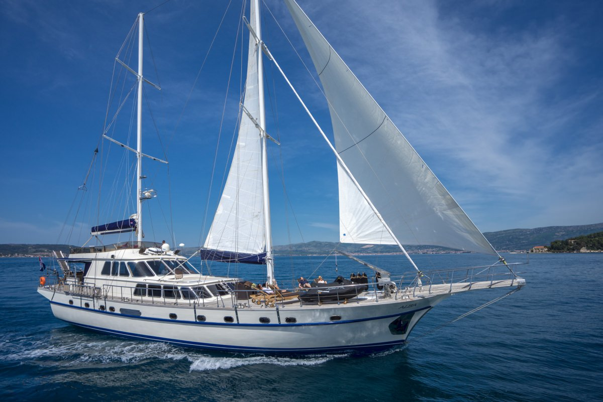 Charter with ALBA on compassyachtcharters.com