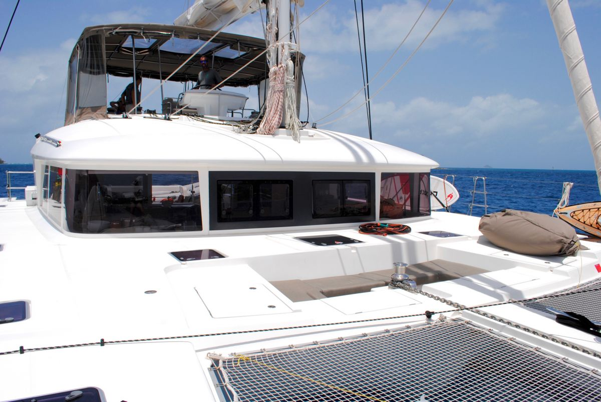 AMAZING LADY Foredeck trampolines & conversation pit