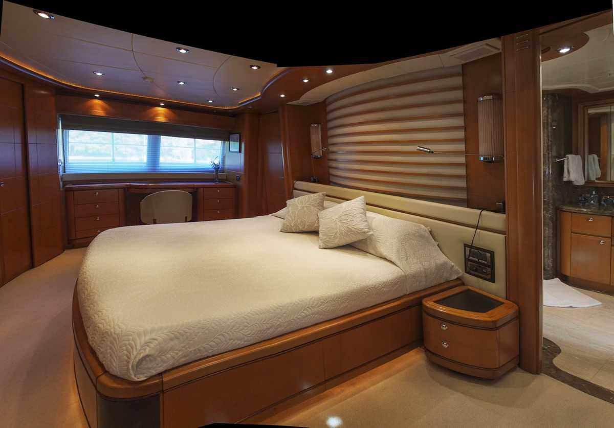 Full beam master cabin on main deck