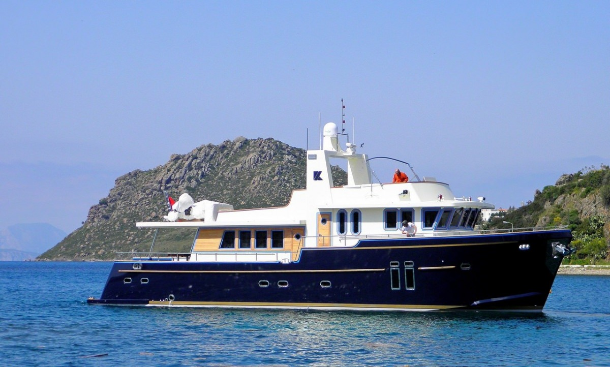 Charter with BANDIDO on compassyachtcharters.com