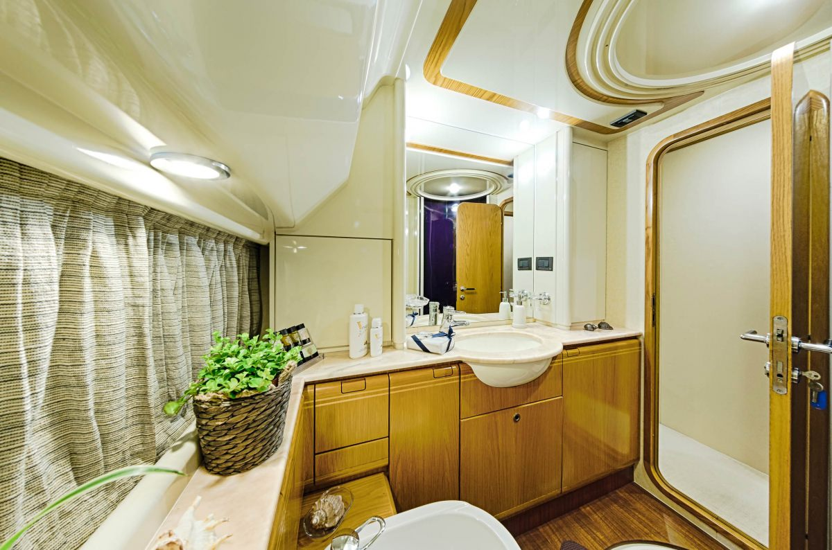 Vento the catamaran company for G ferretti bathroom
