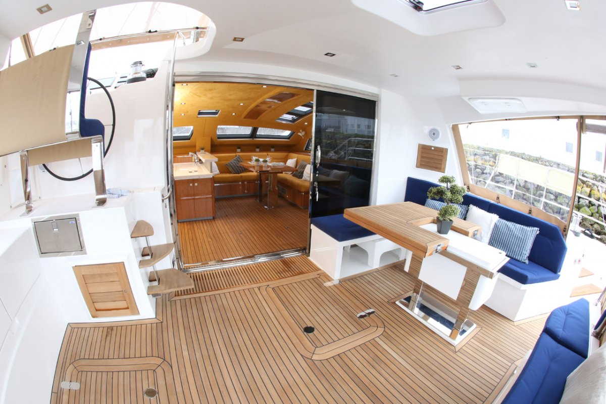 Cockpit and alfresco dining area
