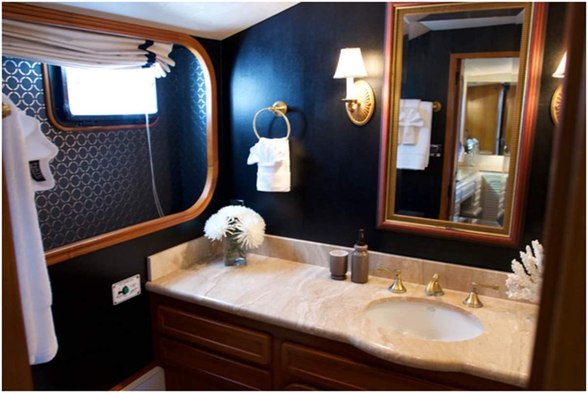 T-ZERO  Master Cabin Bath