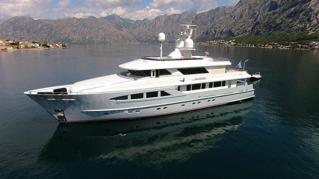 Charter with ALUMERCIA on compassyachtcharters.com