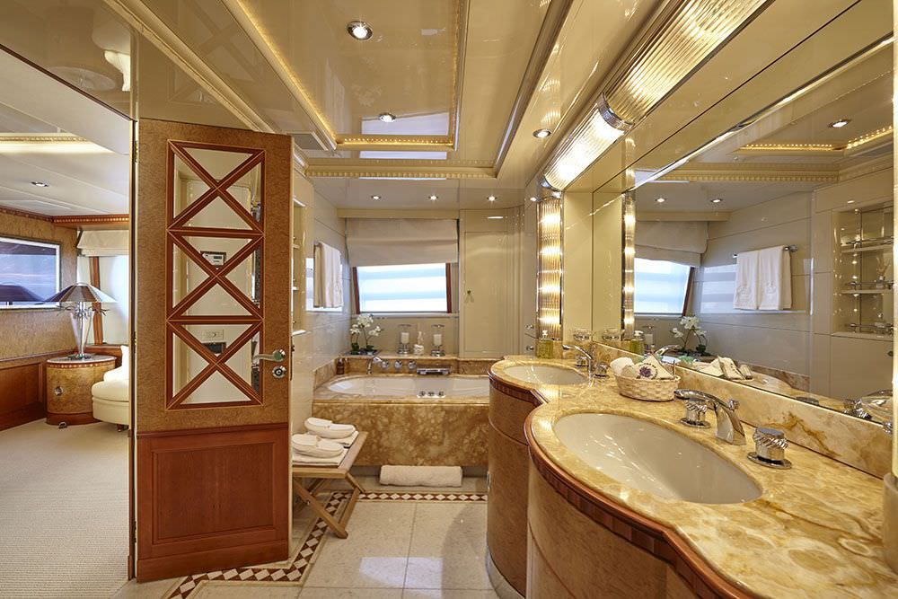 KANALOA  Master suite bathroom
