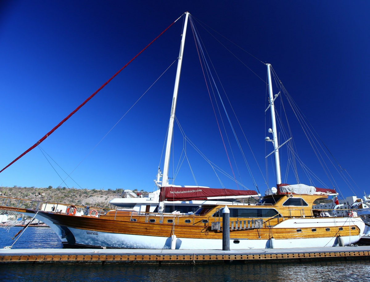 Charter with BESAME MUCHO on compassyachtcharters.com