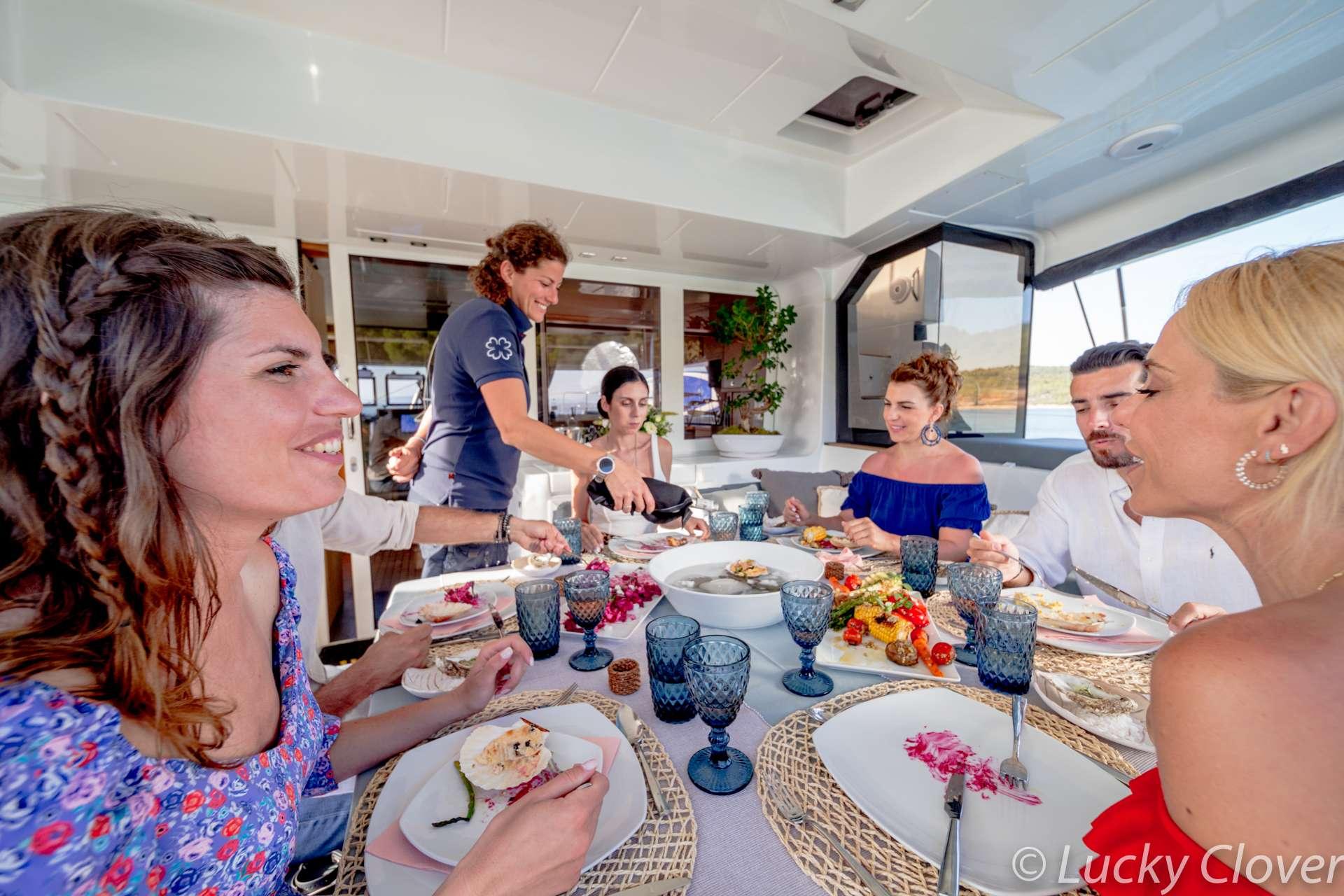 LUCKY CLOVER  Dining area