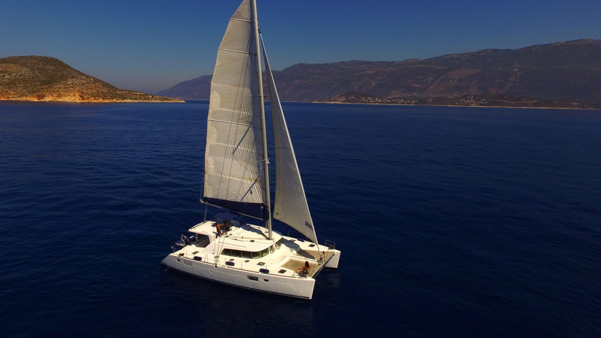 Charter with ADONIS on compassyachtcharters.com