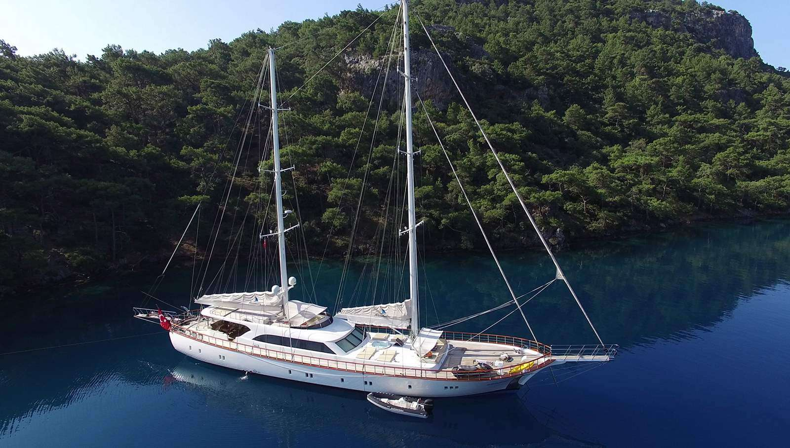 Charter with ALESSANDRO on compassyachtcharters.com
