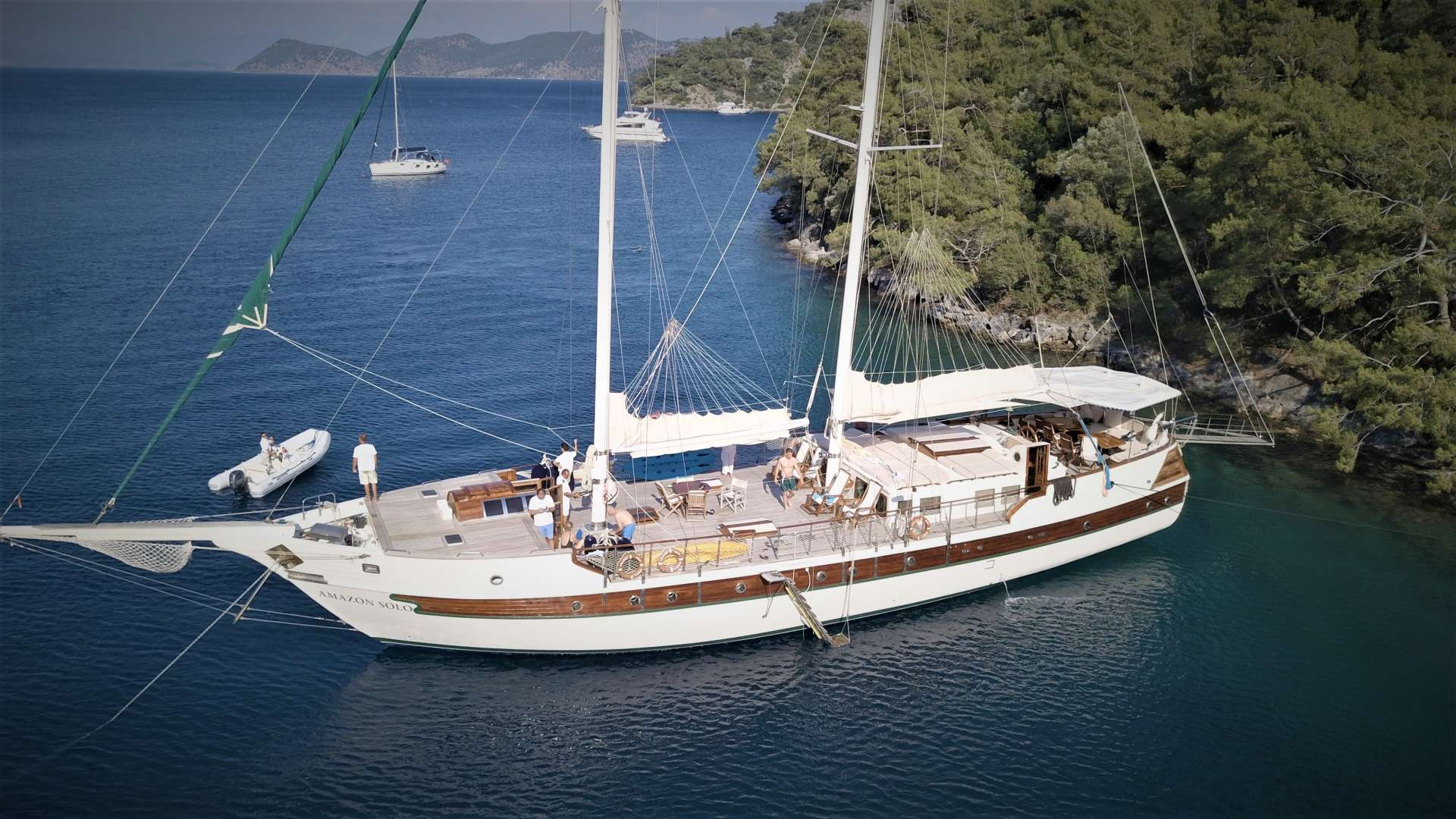 Charter with AMAZON SOLO on compassyachtcharters.com