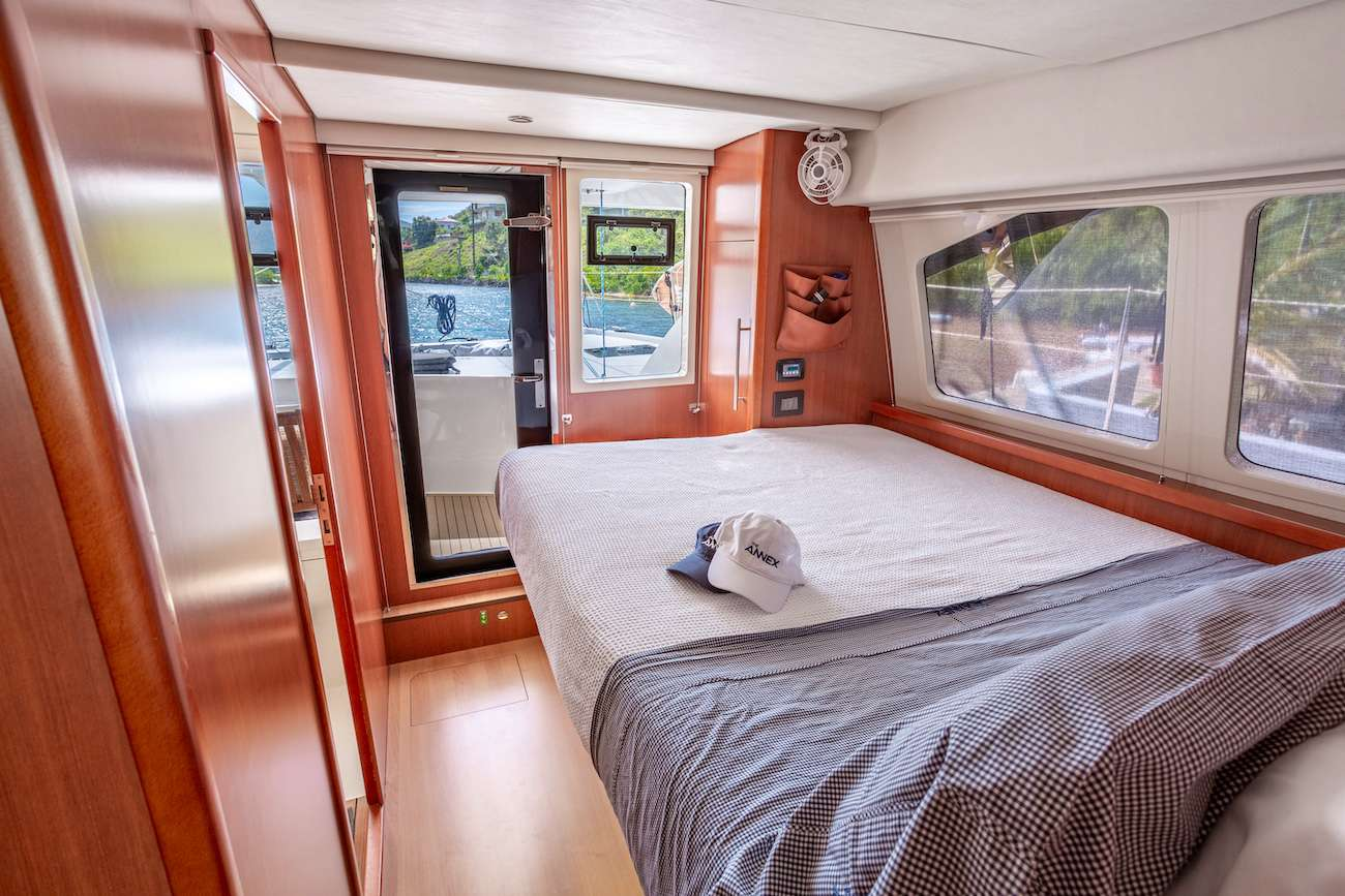 Guest queen, main deck cabins