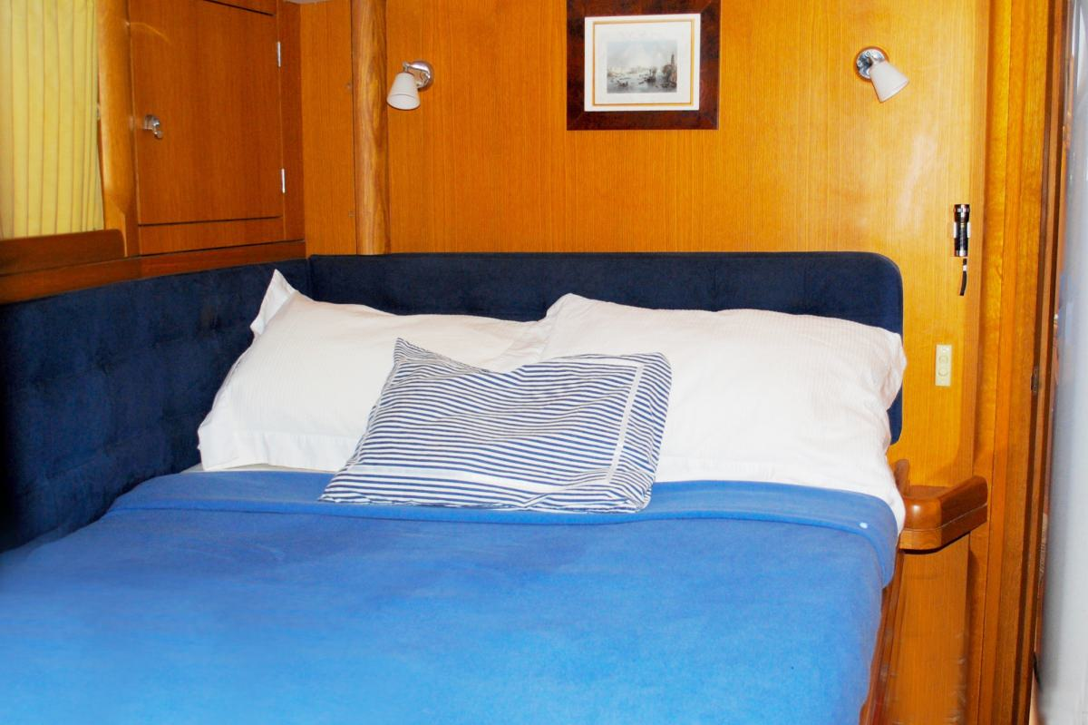 Guest Cabin Double Forward starboard