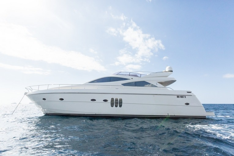 Charter with ENIUS on compassyachtcharters.com