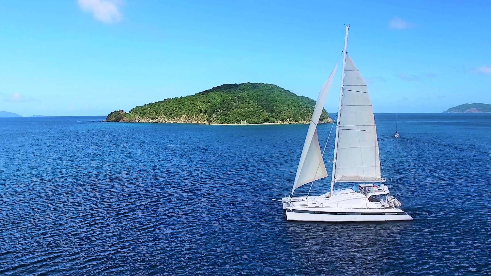 Catamaran LUAR