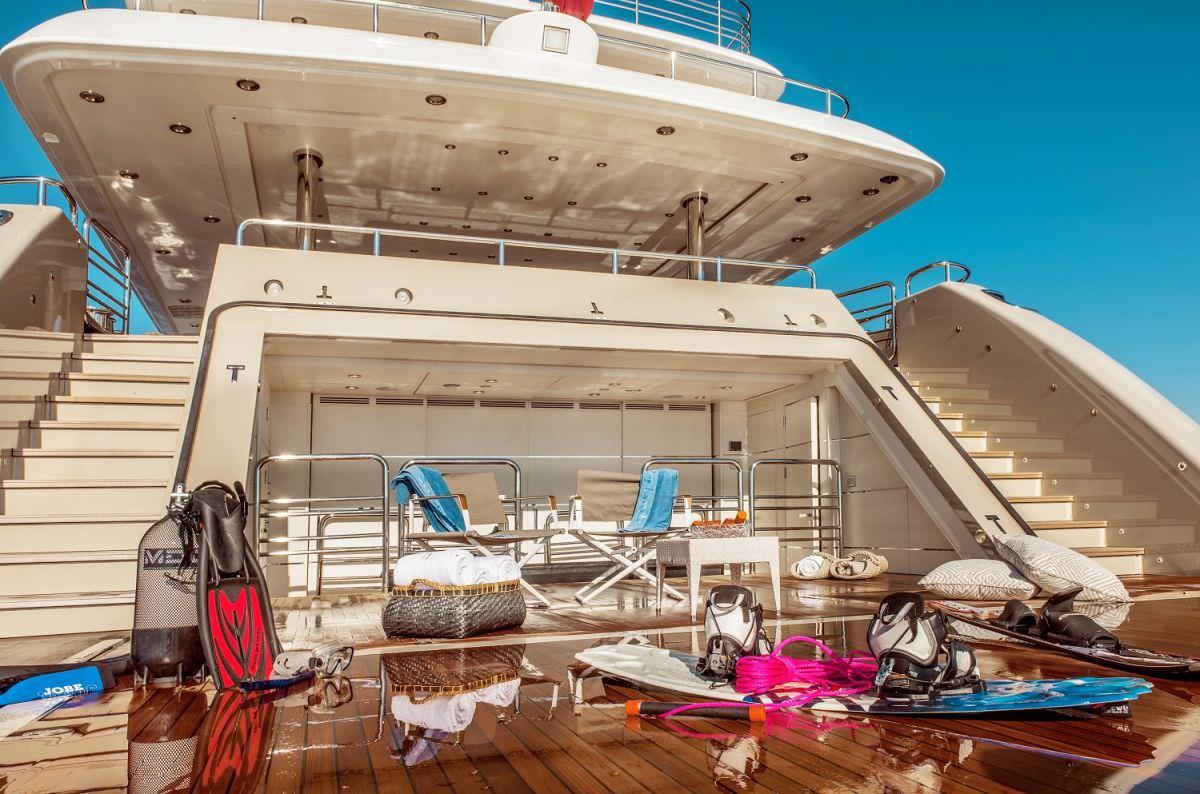 motor yacht LIGHT HOLIC