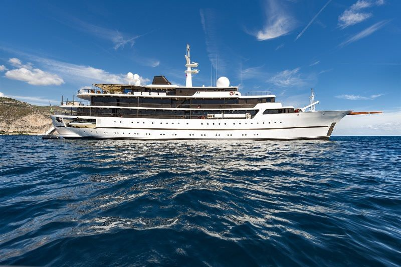Charter with CHAKRA on compassyachtcharters.com