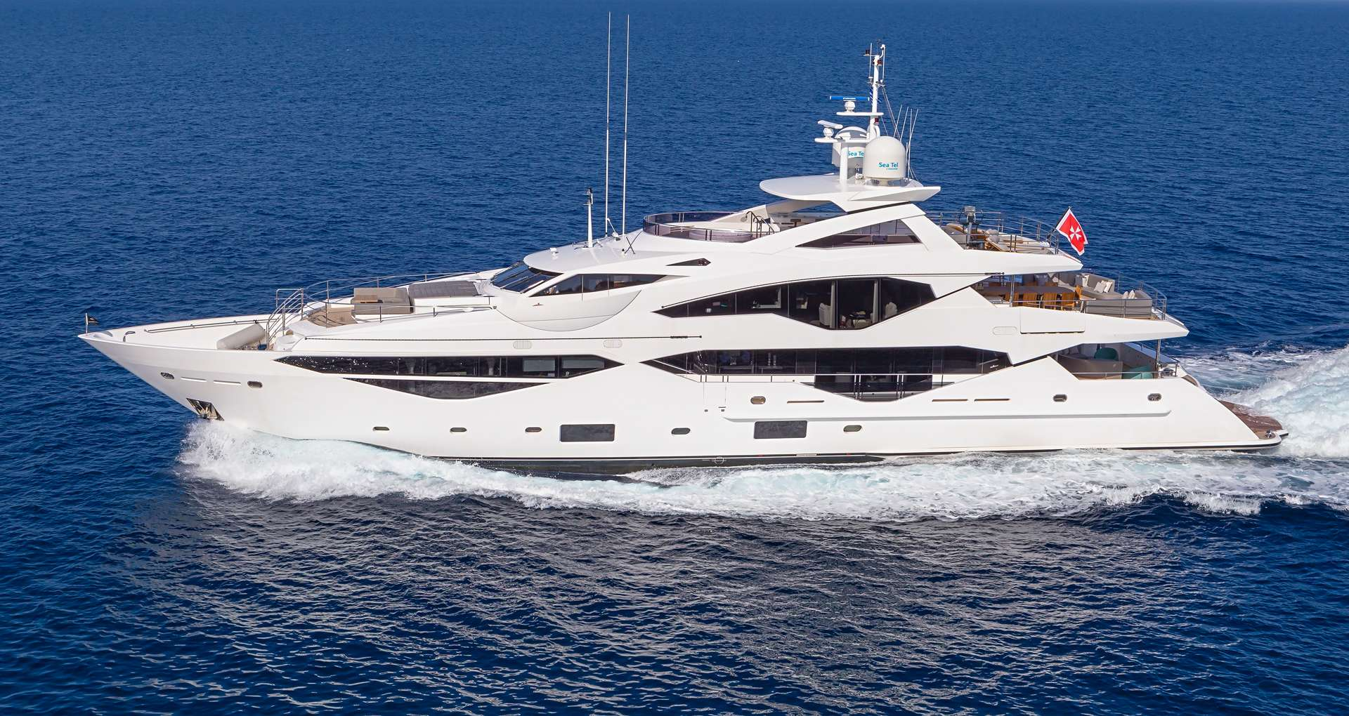 Charter with AQUA LIBRA 131 on compassyachtcharters.com